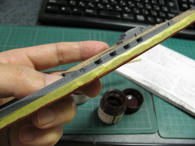 マスキングテープの上から塗装